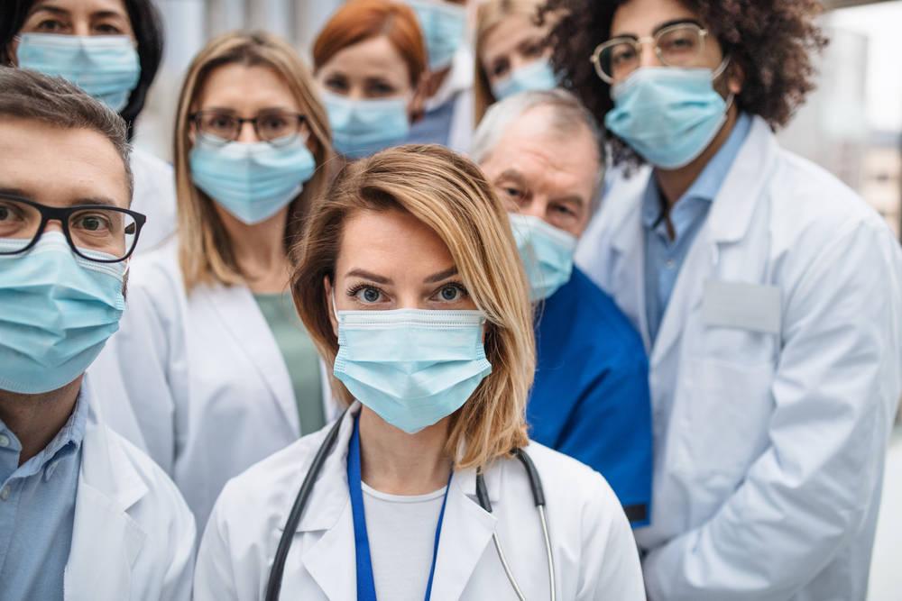 Forbes hace pública una lista de los 100 mejores médicos del país
